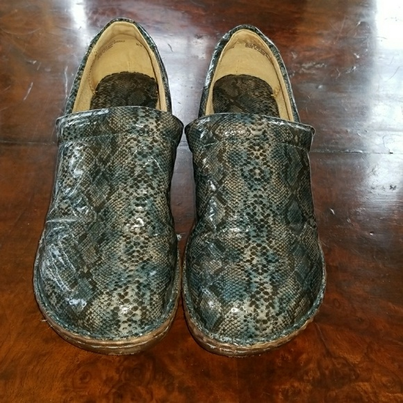334bf09654a7 Born Shoes - BOC Blue Patent Snake Skin Clogs - 11